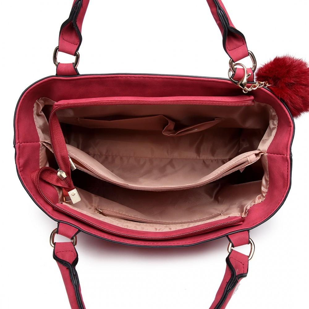ca89230ed5 Červená kvalitní dámská kabelka s ozdobou Lusiel