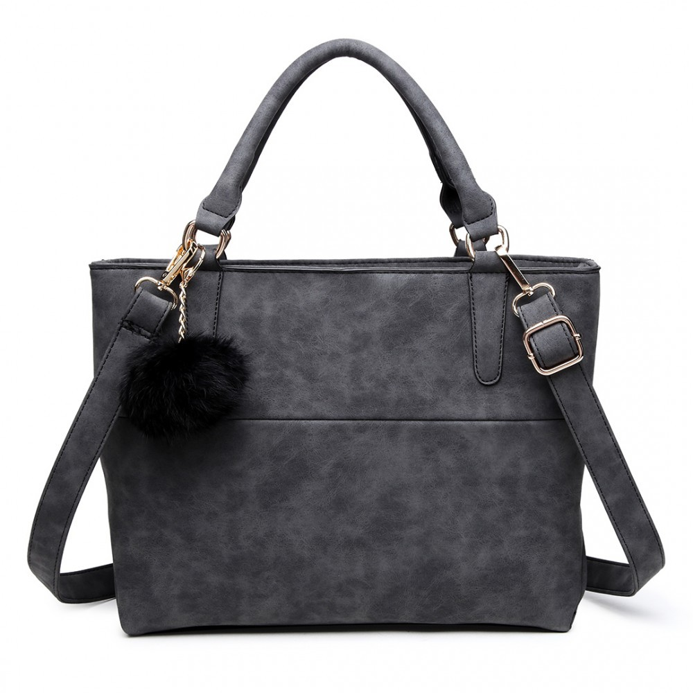Černá kvalitní dámská kabelka s ozdobou Lusiel