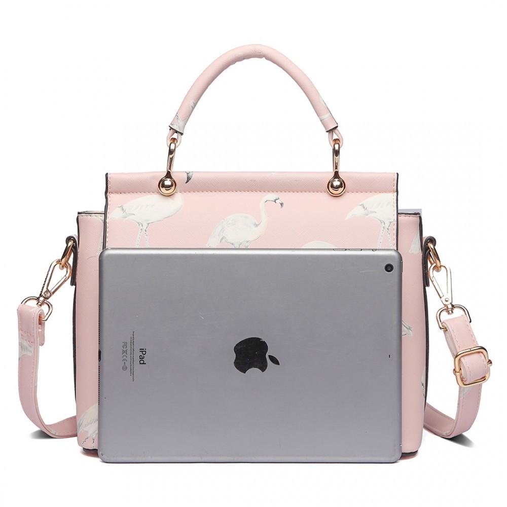 4326776536f Růžová dámská moderní kabelka přes rameno Cloudi