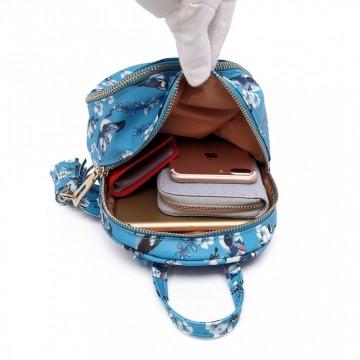 53245fcefa Světle modrý netradiční batoh s obrázky Agriel