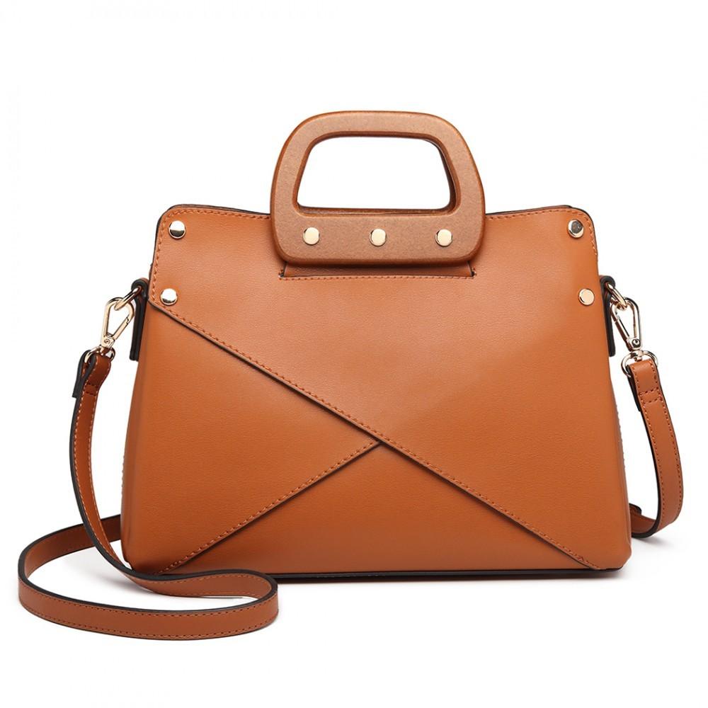 Hnědá dámská nadčasová kabelka s dřevěnou rukojetí do ruky i přes rameno  Pandie e5247bc3683