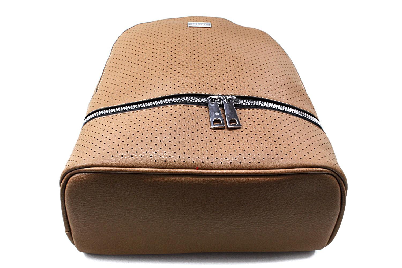 Hnědý moderní dámský batoh Acira