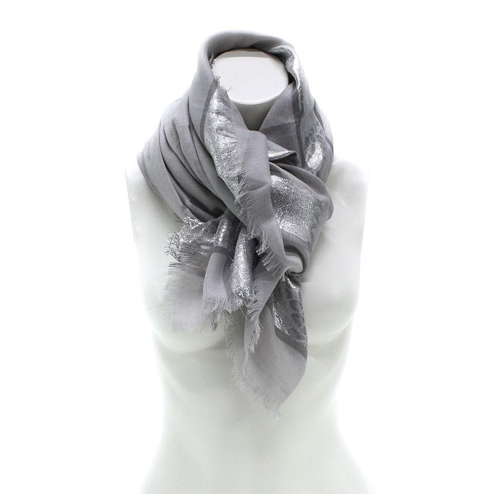 Šedý dámský módní šátek se stříbrným pruhem Vedette