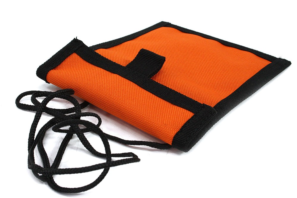 Oranžovočerné textilní dětské pouzdro na krk Kaitlin