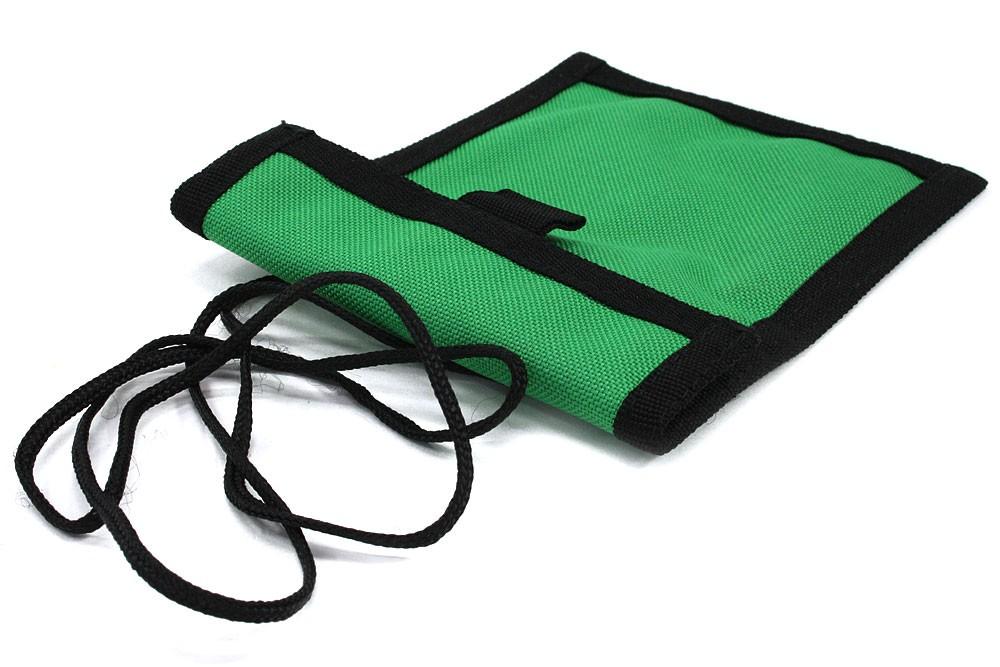 Zelenočerné textilní dětské pouzdro na krk Kaitlin